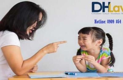 04 hành vi sau cha mẹ có thể bị tước quyền nuôi con dưới 18 tuổi