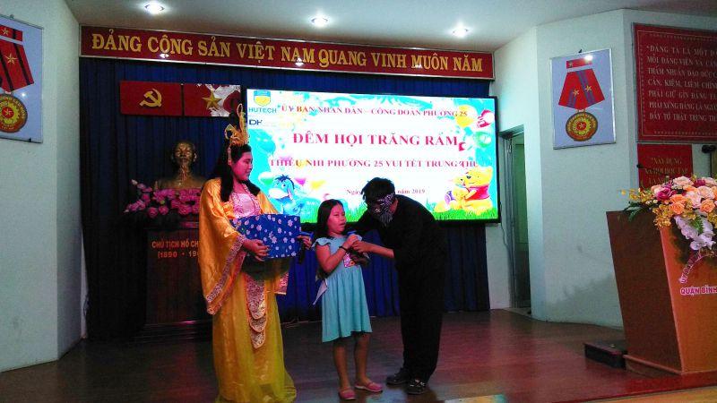 DHLaw hỗ trợ kinh phí tặng quà Trung Thu cho các cháu thiếu nhi địa bàn phường 25